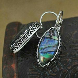 🆕😘Gorgeous shell dangle earrings!